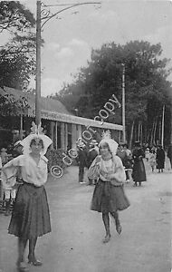 Cartolina-Postcard-Les-Sables-d-039-Olonne-animata-donne-vestiti-anni-039-10