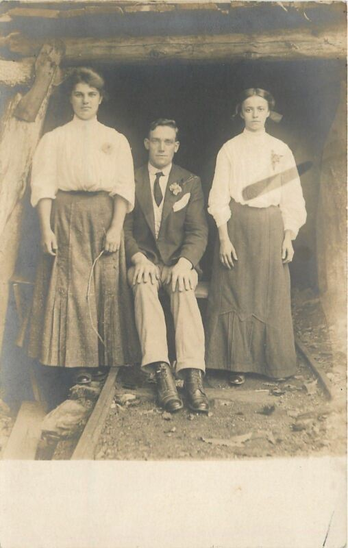 Victorian Threesome Dressed Up~Mine Shaft Entrance~Stand on RR Tracks~1907 RPPC