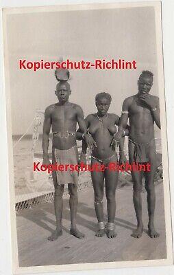 org Foto: Britisch-Ostafrika Kenia halb nackte Eingeborene in Tracht auf Schiff