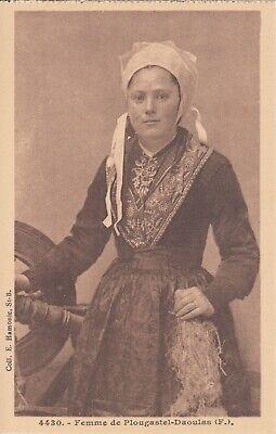 Carte postale ancienne COSTUMES BRETONS PLOUGASTEL-DAOULAS femme