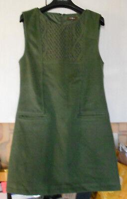 Robe marque SURKANA, Taille M 38, couleur vert bouteille, sans manche, doublee