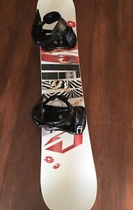 BRAND NEW & UNUSED - Drake 151 snowboard with K2 sonic bindings