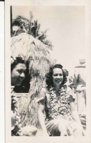 1940s two Hula Girls Hawaii Photo No 2 Grass Hut at Kodak Hula Show