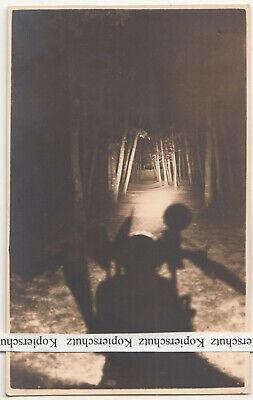 2511 Licht (Foto Ak Nachtaufnahme Motorrad Scheinwerfer Licht Allee bei Nacht um 1935 (F2511)