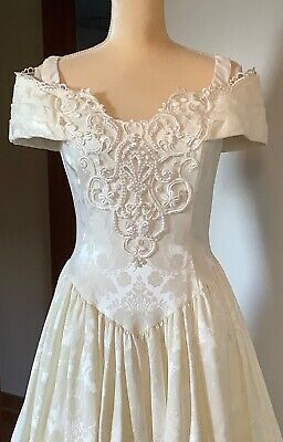 VINTAGE WHITE EMBROIDERED & BEADED SIZE 8 WEDDING DRESS BY JESSICA McCLINTOCK