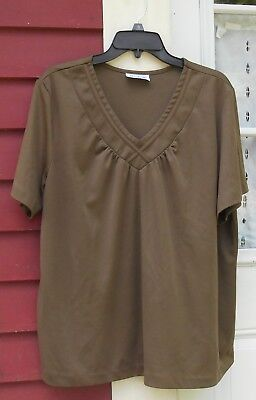 "Blair Brown Short Sleeved V Neck Blouse Size 1X/2X (51"") EUC"