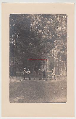 (F15253) Orig. Foto Arbeiter mit Vermessungstechnik im Wald 1910er