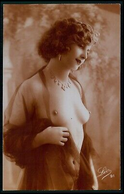 f07 French nude woman unveiled breasts original 1920s sepia color photo postcard