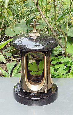 Grabschmuck, Grableuchte, Farbe Bronze, Granit Schwedisch mit Kreuz