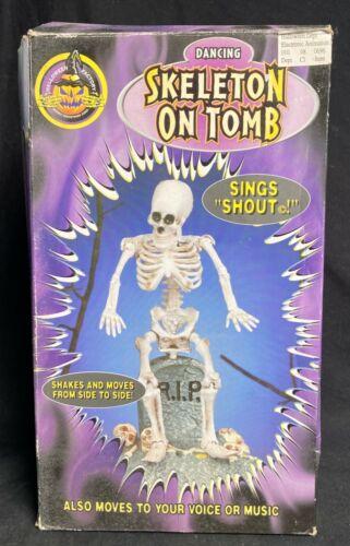 """Vintage NOS 1998 Gemmy Dancing Skeleton on Tomb Lights Sings """"Shout"""" Halloween"""