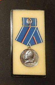 DDR-Lessing-Medalla-en-plata-en-Refuerzos-del-pentagono