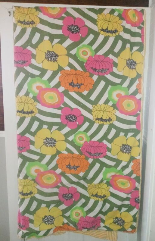 1970s Mod Vintage Flower Power hand sewn quilt bedspread Reversible 71 x 83