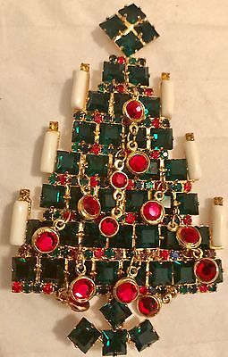 Vintage Signed Vasari Green Christmas tree pin brooch with Dangling Rhinestones