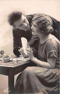 Cartolina-Postcard-Innamorati-donna-che-scrive