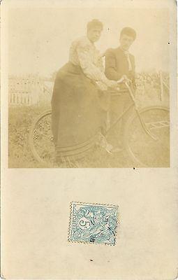 Fahrrad, Frau mit Fahrrad, Foto-AK, um 1910
