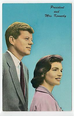 PRESIDENT AND MRS KENNEDY: Vintage political postcard (C13721)