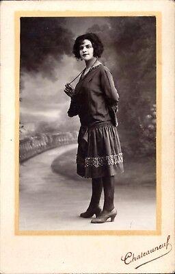 Grande CDV chateauneuf femme robe en pied identifée Julie Prontin années 1920 d'occasion  Expédié en Belgium