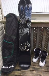 Brand New Snowboard package size 12 Mens