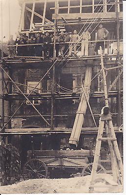 Orig. Foto Hausbau Dachausbau Arbeiter Handwerker Bauarbeiter Baugerüst ca. 1930