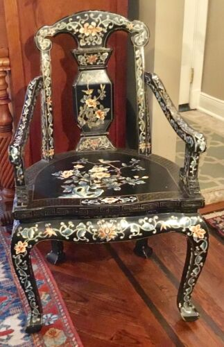 ANTIQUE VINTAGE HANDPAINTED BLACK LAQUER ORNATE CHINESE ARM CHAIR  PICKUP ONLY