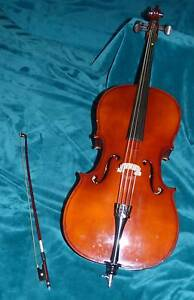 EXCELLENT DEAL!!  1/4  Cello with bow and carry case Forestdale Logan Area Preview