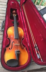 Student violin, bow and carrying case