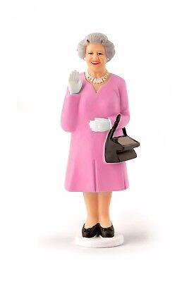 Mantel Dekorationen (DIE QUEEN Solar-Queen Solarfigur mit winkender Hand, rosa Mantel, von KIKKERLAND)