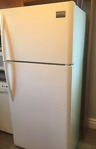 Frigidaire Gallery refrigerator in excellent shape