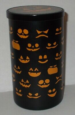YANKEE CANDLE 12 OZ TRICK-OR-TREAT CANDLE FREE SHIP