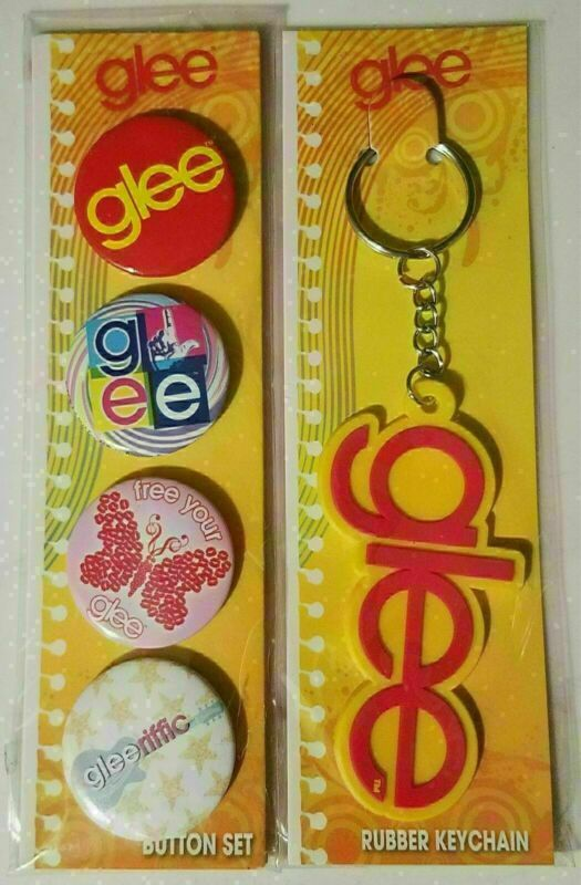 GLEE - 4 BUTTONS AND KEY CHAIN COLLECTION - NEW IN PACKAGES