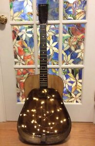 Recycled acoustic guitar shelf light