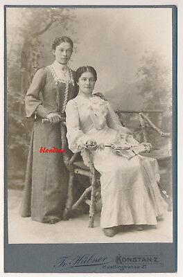 CAB: Zwei junge Damen in feiner Robe, Schirm, schöne Kulisse; Konstanz, um 1900