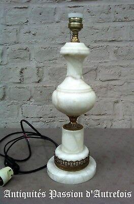 B20171086 - Lampe en albâtre - 43 cm de hauteur +- 1970  - TB état - Fonctionne