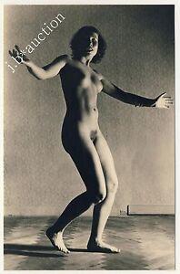 NUDE-WOMAN-DANCING-TANZENDE-NACKTE-FRAU-Vintage-30s-Risque-Amateur-Photo