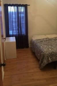 Room Available NOW! Everything Included!20minutes from downtown!