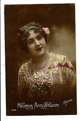 CPA-Carte Postale -France-Heureux Anniversaire avec un jeune dame une fleur