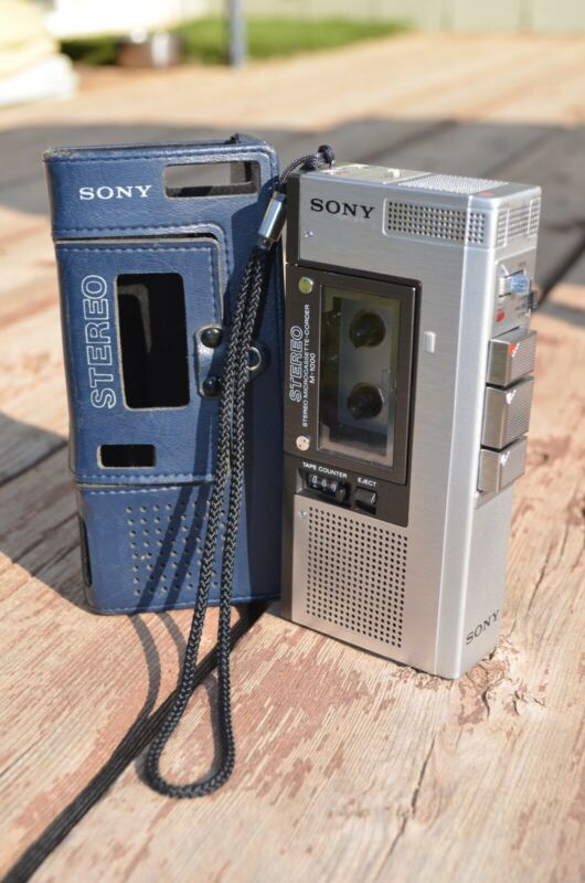 Sony M-1000 Microcassette Recorder Great shape with Case, Rare/hard to Find!