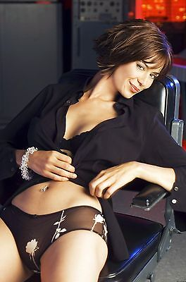 Catherine Bell Unsigned 8x12 Photo (28)