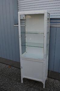 Alter ORIGINAL zweitüriger Arztschrank Metallvitrine Design Möbel 2