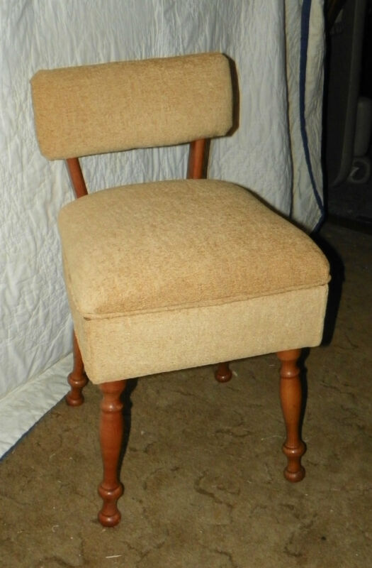 Maple Sewing Chair with Lift Seat  (SC61)