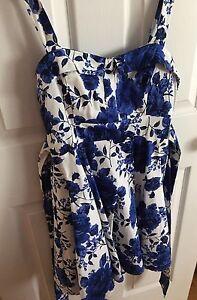 Robe fleurie  bleu et blanche