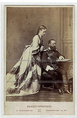 Cabinet Photo 1860s German officer with a beautiful girl, fashion (1754)