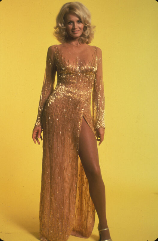 Angie Dickenson Elegant Gold Dress 8x10 Picture Celebrity Print