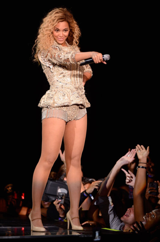 Beyonce Singing The Audience 8x10 Photo Print