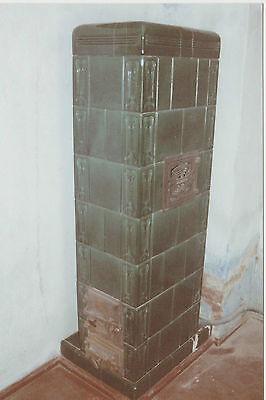 die Ofenkacheln von einem antiken Kachelofen um 1930