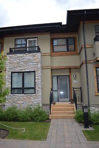 EXECUTIVE Venue Urban TOWNHOME - Red Deer