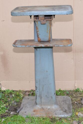 Vintage Rhode Island Iron Foundry blacksmith vise anvil stand forge tool early