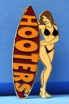 HOOTERS SURFER GIRL BRUNETTE HAIR RED SURFBOARD BLACK BIKINI BATHING SUIT PIN