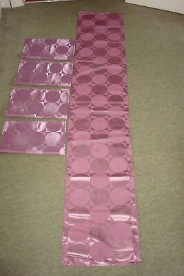 Table Runner & 4 x Napkin Set
