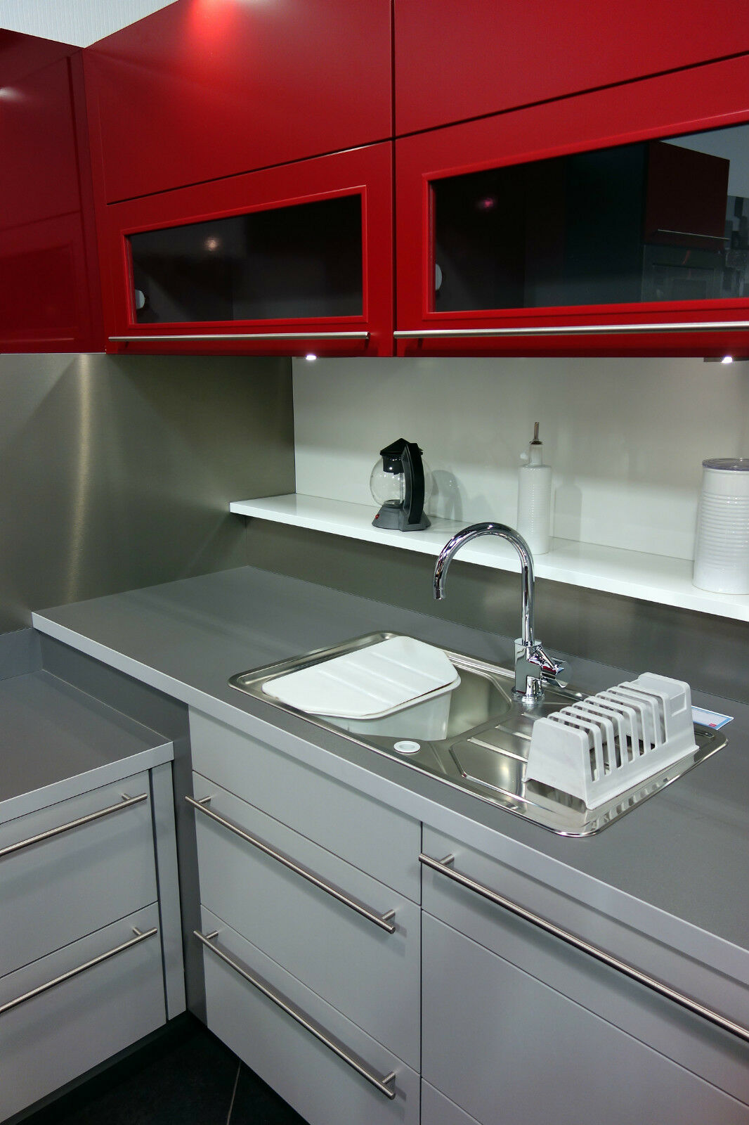 Küchen Griffe Modern. Mülltonne Küche Ikea 2011 Polizeieinsatz 2017 ...